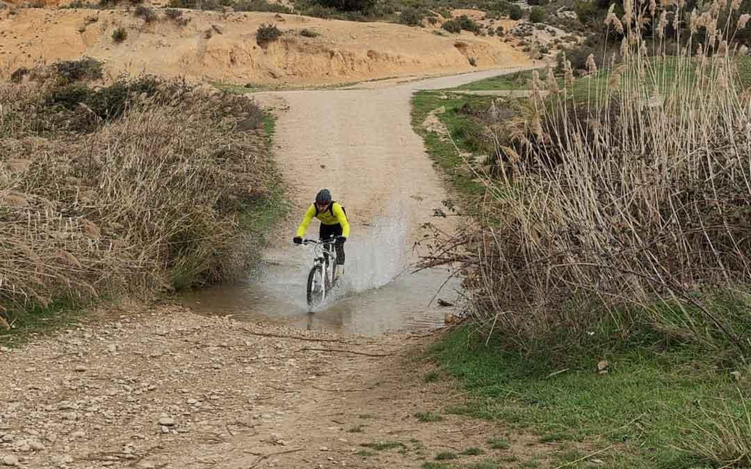 Uno de lo ciclistas que participaron en la prueba de orientación en BTT. Foto: A.B.