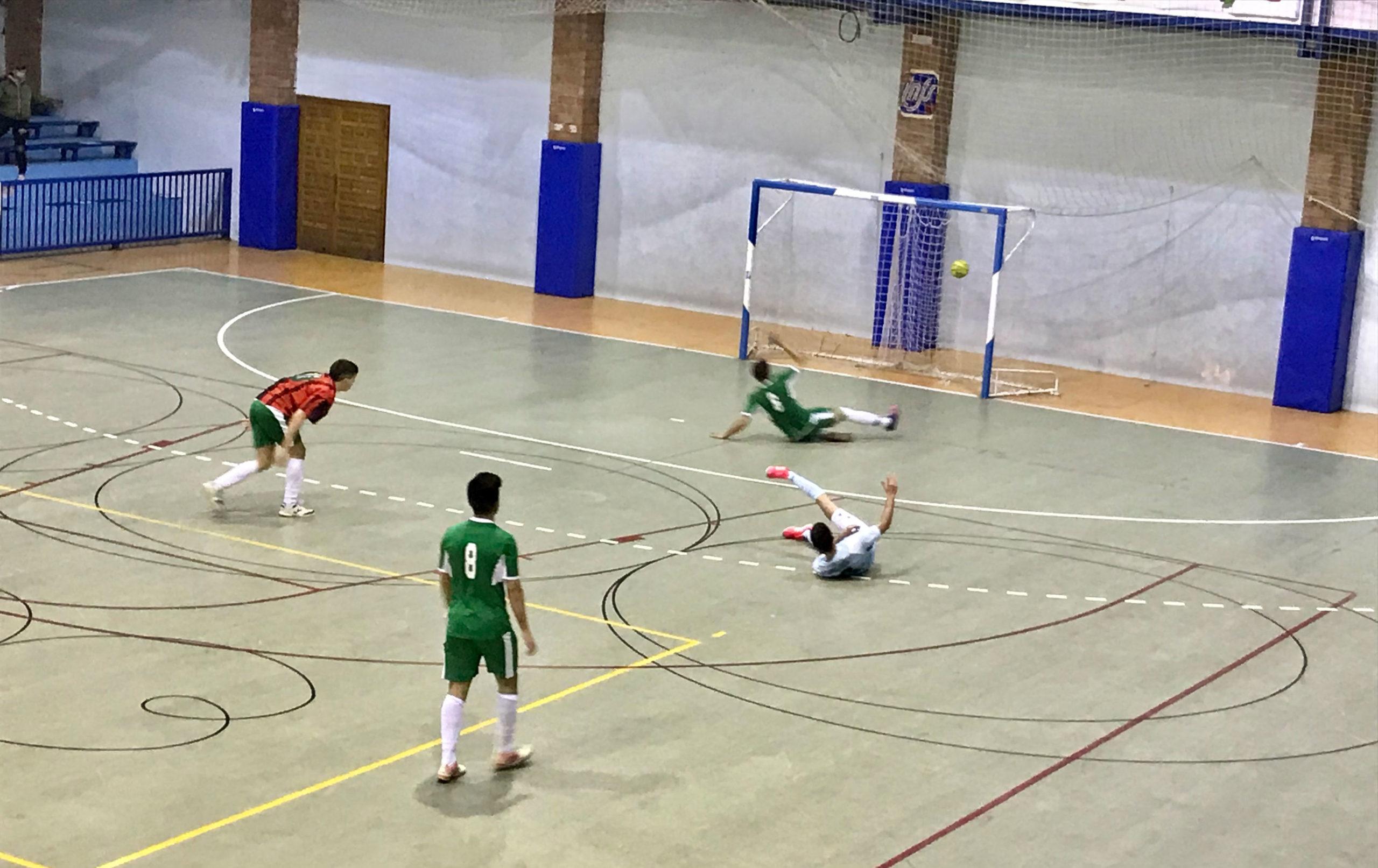 El Caspe mete gol al Alcorisa aprovechando la ausencia de su portero. L.Q.V.