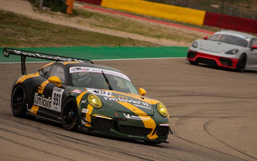 El Porsche del alemán Tim Hendrikx en plena carrera. Foto. Motorland Aragón
