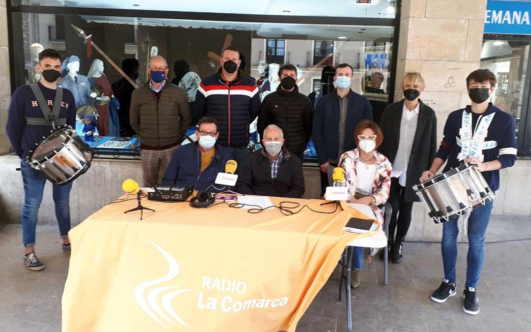 Invitados al programa especial de Radio La Comarca sobre la Semana Santa de Alcañiz./ L.C.