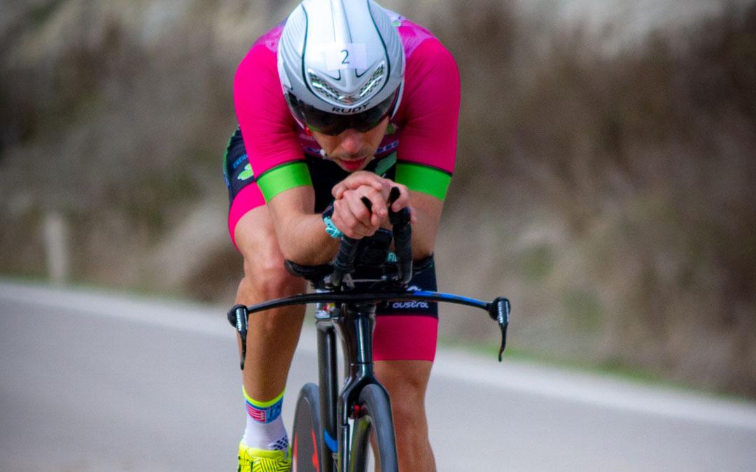 Roberto Ruiz en pleno esfuerzo sobre la bicicleta. Foto: A.A.