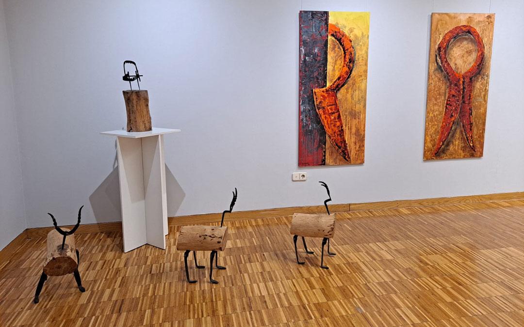 Parte de la exposición 'Ruralis' de David Castillo en la sala. / Twitter: Fundación Caja Rural Aragón