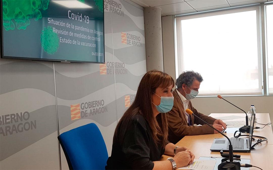 La consejera de Sanidad, Sira Repollés, junto al director general de Salud Pública, Francisco Javier Falo, en la rueda de prensa de este jueves./ DGA