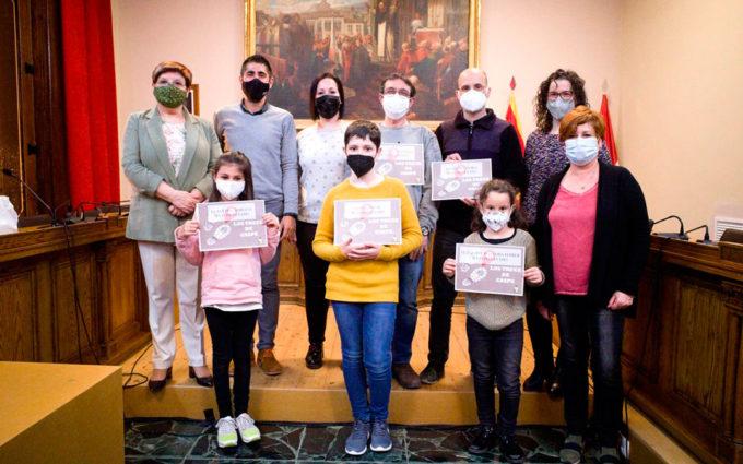 El Ayuntamiento de Caspe premia a los vecinos que más rápido han visitado sus trece monolitos
