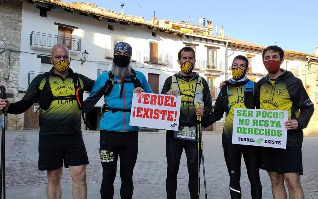 El Movimiento Ciudadano Teruel Existe ha respaldado a los participantes a su llegada a Valdelinares.