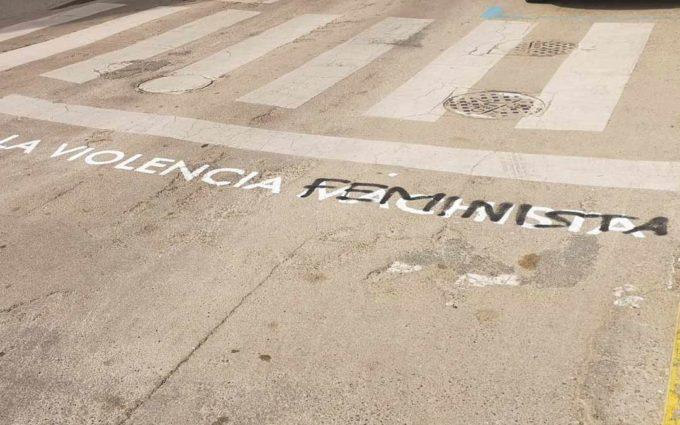 Sabotean uno de los mensajes feministas del Ayuntamiento de Alcañiz por el 8-M