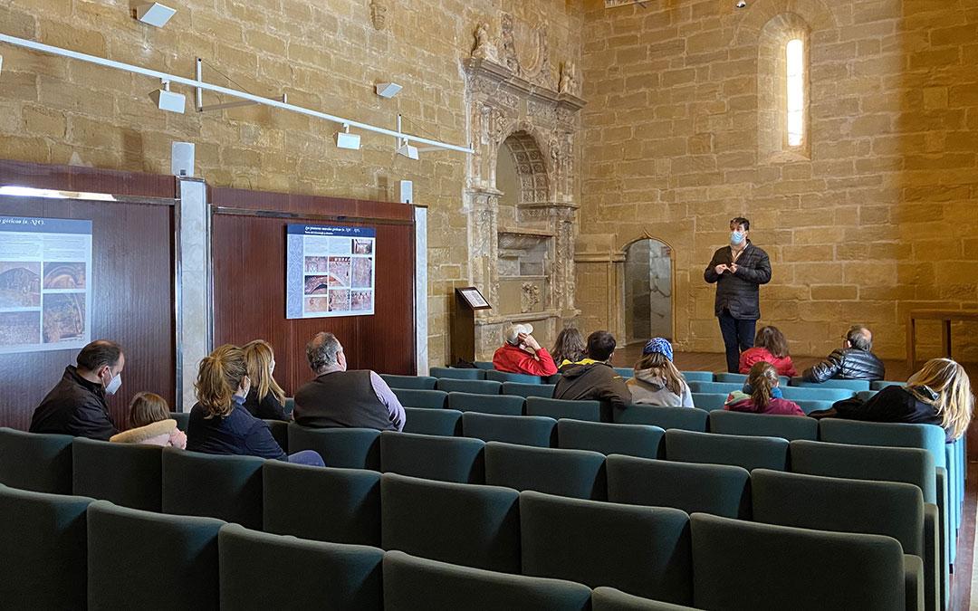 Visita guiada al Castillo de Alcañiz este sábado, con el aforo completo gracias a varias personas procedentes de Zaragoza./ Alicia Martín