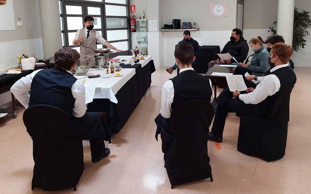 La masterclass tuvo lugar en el aula de hostelería del IES Matarraña de Valderrobres. J.L.