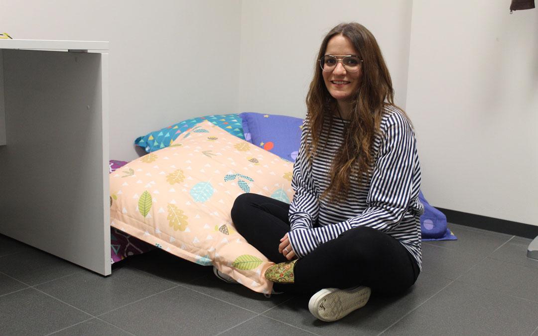 Águeda, en su despacho recién abierto en el Centro de Emprendedores de Alcañiz donde hace sesiones individuales. / B. Severino