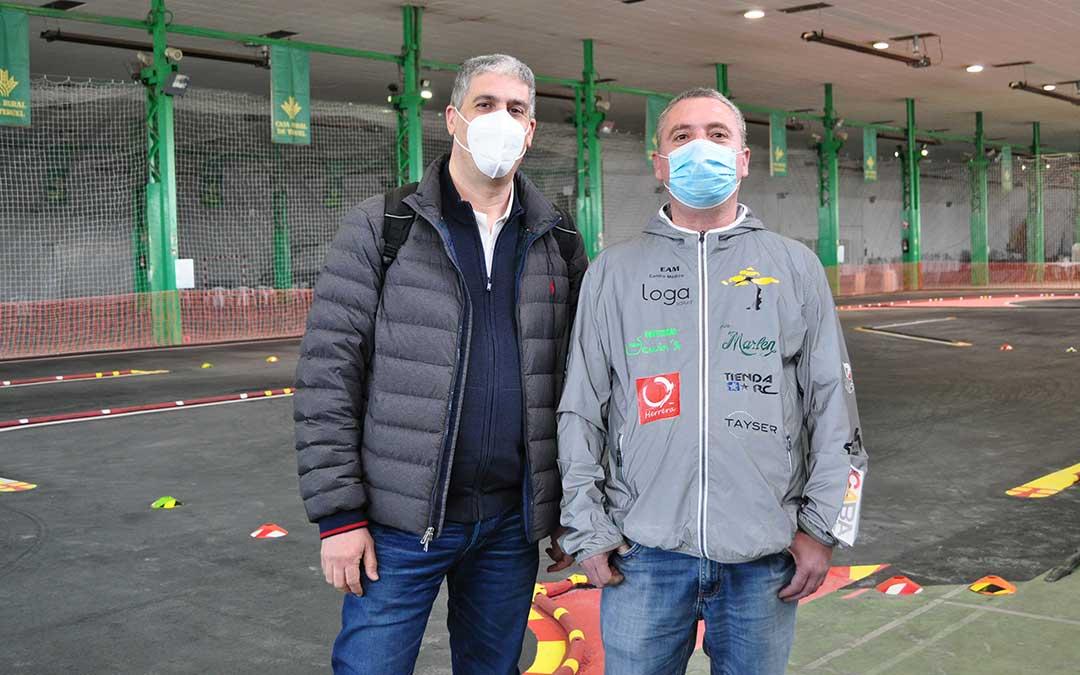Javier Llobregat, delegado Internacional de Aecar y José María Salafranca, presidente del Club Automodelismo Bajo Aragón. J. L.