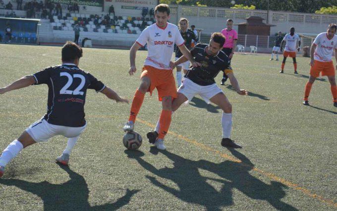 El Utrillas empata al Alcañiz  en el descuento tras una polémica jugada