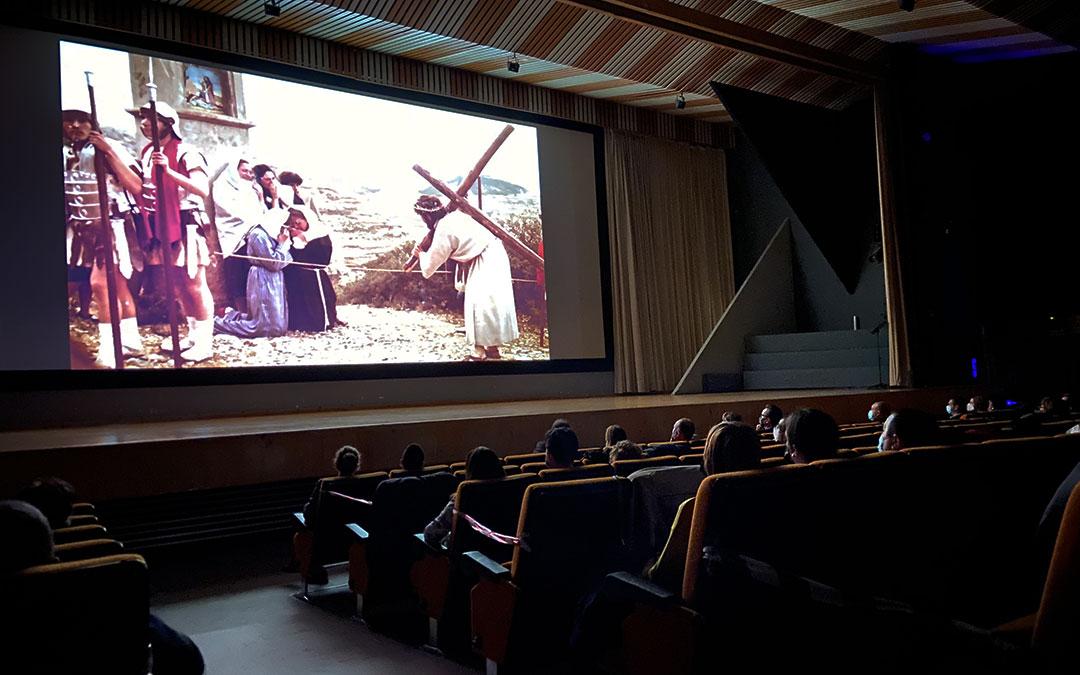 Alcorisa no faltó este Viernes Santo a su cita con el Drama de la Cruz, aunque esta vez gracias a un documental creado por parte de la Asociación Cultural del Drama./ A.M.