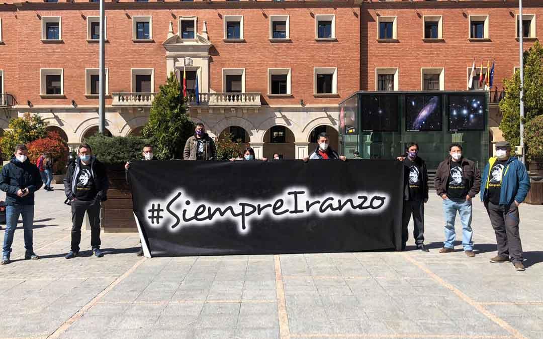 Los Amigos de Iranzo, en la calle en los días del juicio en Teruel.