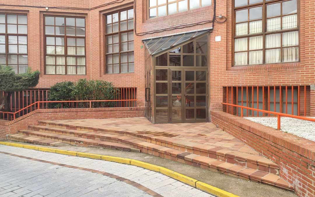 Accesos exteriores de la parte trasera a la casa de cultura de Andorra. / Ayto. Andorra