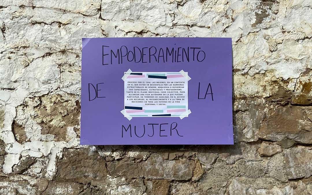 La jornada se completó con la instalación de una exposición a base de carteles que ahondaban en conceptos relacionados con la igualdad./ A.M.