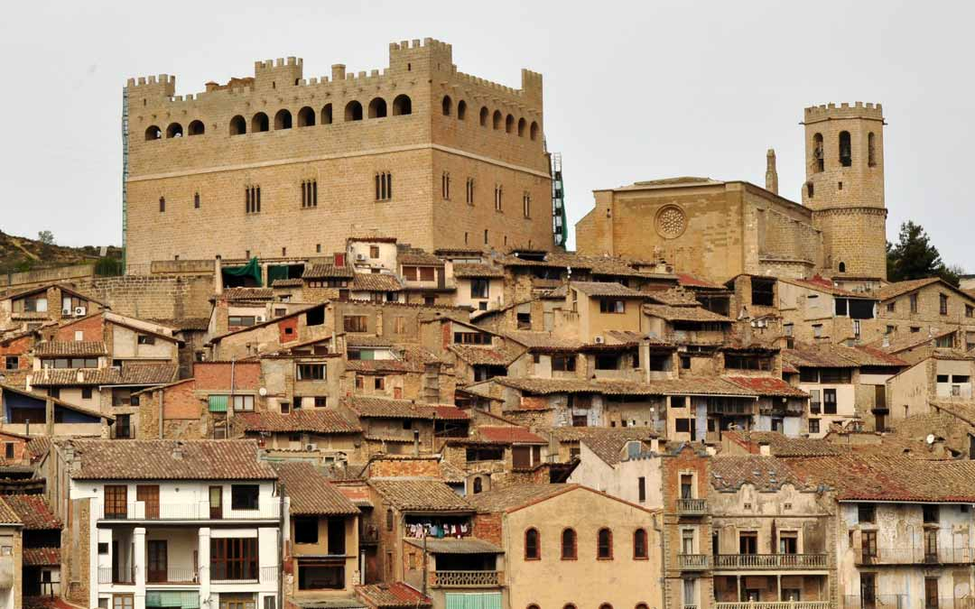 Las dos fachadas principales del castillo ya lucen totalmente restauradas en su exterior. J.L.