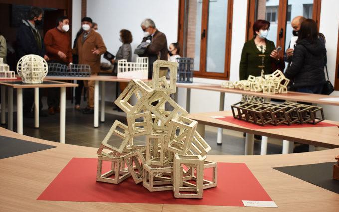 'Un paseo' por las obras cerámicas del artista Carlos Izquierdo, en Caspe