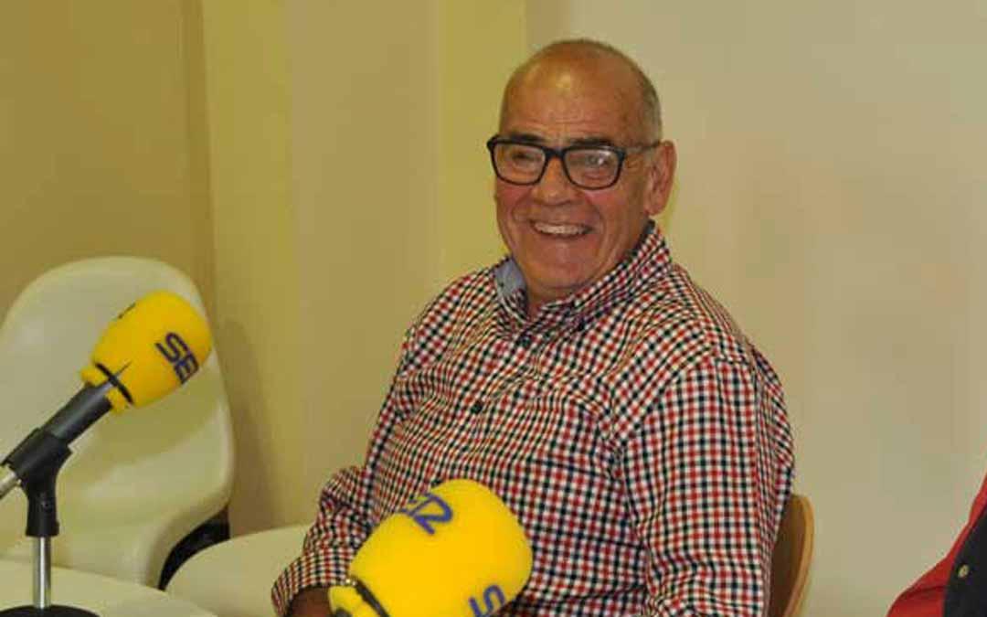 Faustino Segura durante una entrevista en Matarraña Radio coincidiendo con el 40 aniversario de la constitución de GUCO. J.L.