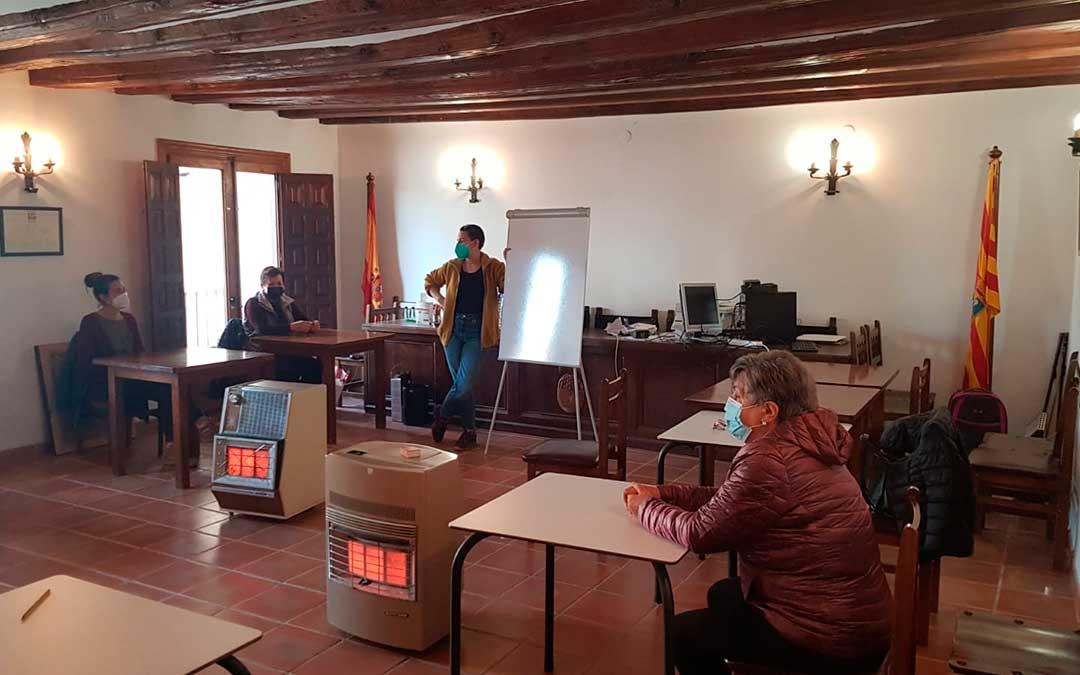 Imagen de uno de los talleres impartidos en Fórnoles. D. Albors