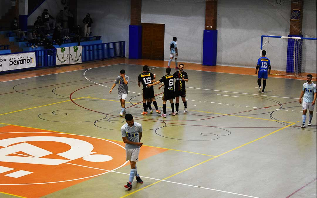 Celebración del Intersala Alcañiz del último gol que le da la holgada victoria, en el último minuto. L.Q.V.