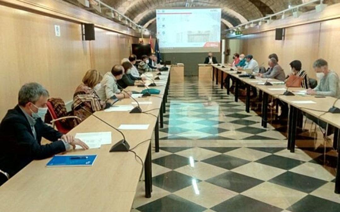 Reunión entre los representantes de los grupos Leader y el consejero Olona./ RADR