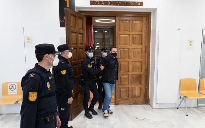 Norbert Feher saliendo este jueves de la Audiencia Provincial tras escuchar el veredicto que le declara culpable. ANTONIO GARCÍA / POOL EFE