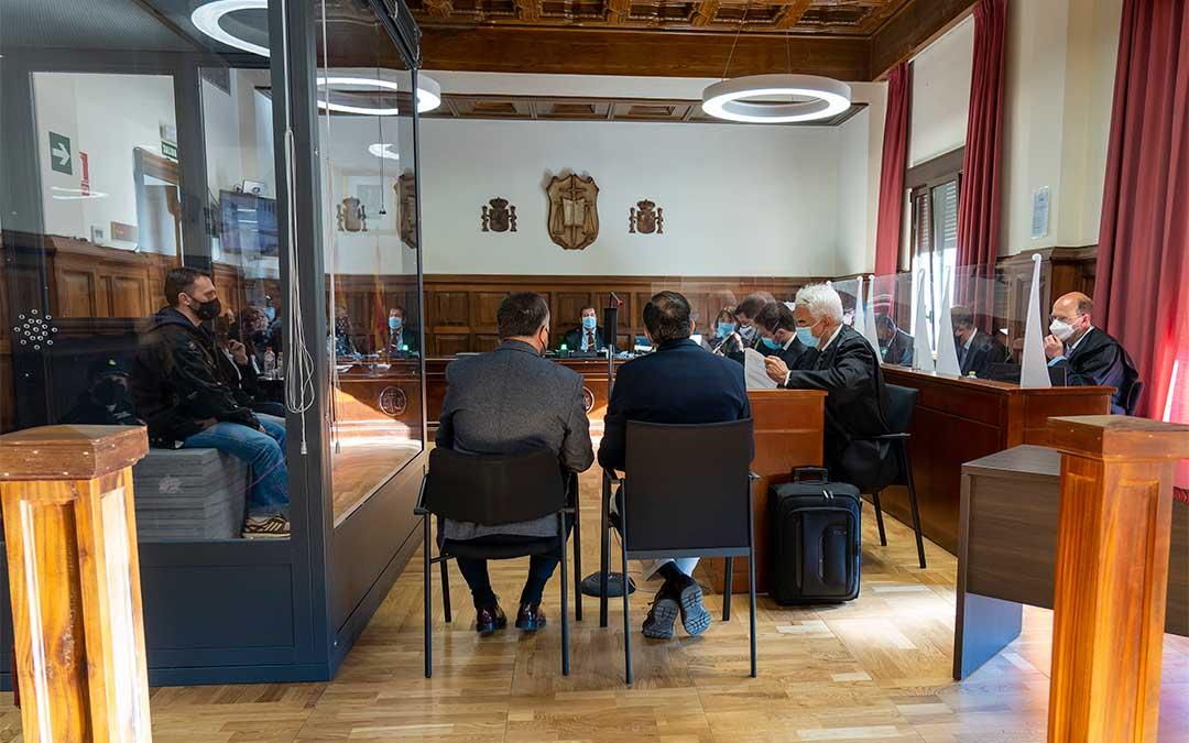 Quinta sesión del juicio contra Igor el Ruso por el triple crimen de Andorra en la Audiencia Provincial de Teruel./ Antonio García-POOL EFE