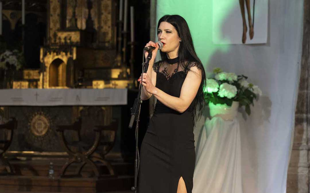 La cantante alcorisana Isabel Marco ha puesto voz a las canciones de uno de los homenajeados, Joaquín Carbonell / DPT