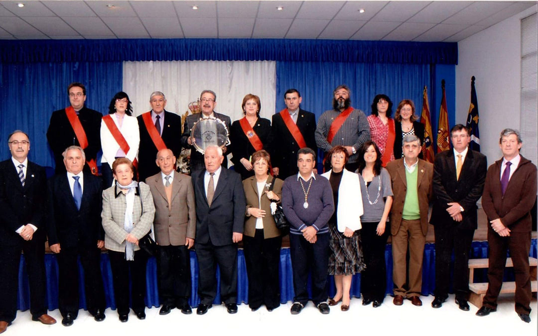 En la recepción del Tambor de Honor de manos del ayuntamiento en 2009. / Asoc. Cofradías La Puebla