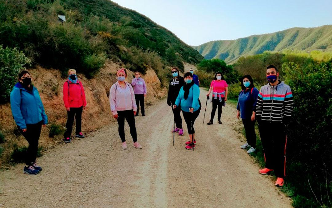 Algunos de los senderistas durante la prueba, este viernes por la mañana./ Fayón