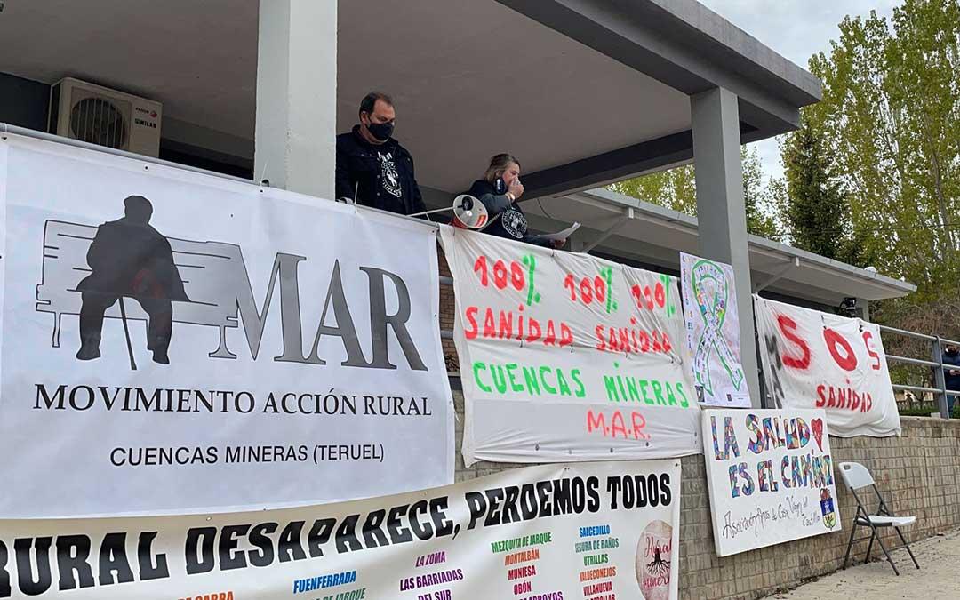 El centro de salud de Utrillas ha sido el punto de encuentro en el que se ha leído el manifiesto preparado por el Movimiento de Acción Rural./ MAR