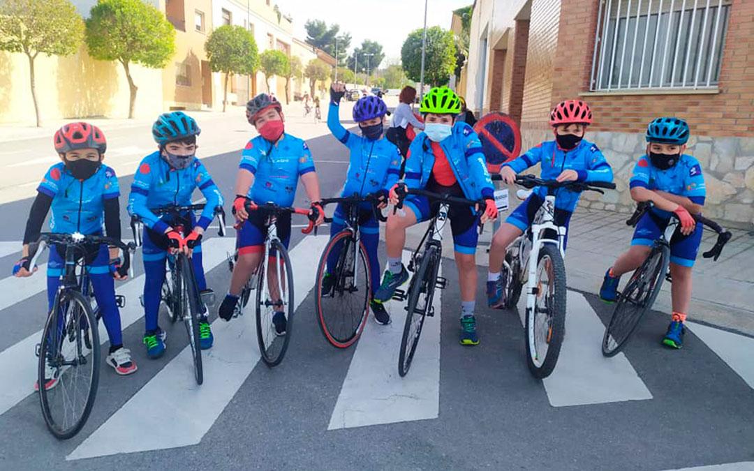Grupo de principiantes del Club Ciclista Caspolino antes de la prueba. / Club Ciclista Caspolino.