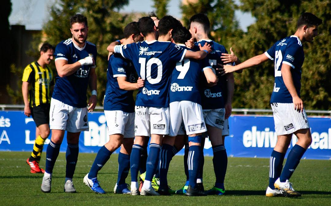 Celebración de los jugadores del C.D. Caspe del segundo gol, que les dio la victoria. Imagen: Erika Martínez