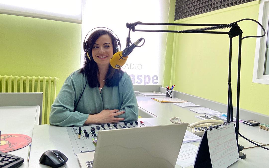 Laura Quílez es presentadora de Radio Caspe.