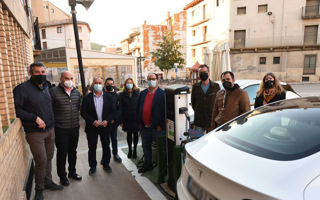 Inauguración del punto de recarga para vehículos eléctricos./Ayto Alcorisa