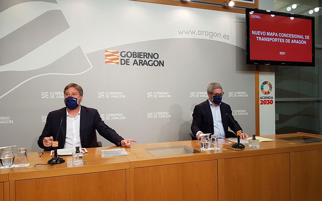 El consejero de Vertebración José Luis Soro y el director general de Transportes Gregorio Briz. DGA