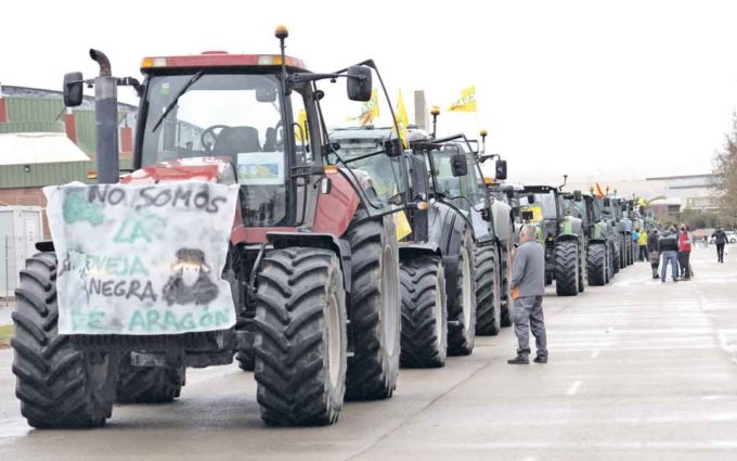 350 vehículos piden en Teruel una PAC justa que premie a los agricultores profesionales