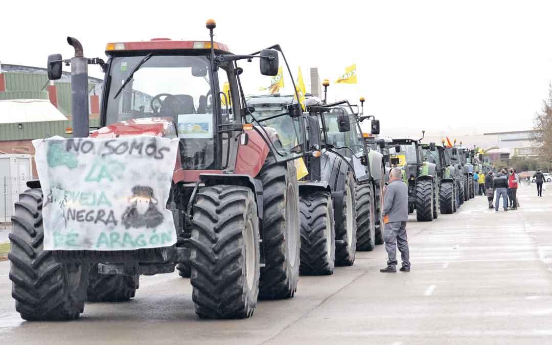 Caravana de tractores por las calles de Teruel. ANTONIO GARCÍA /BYKOFOTO