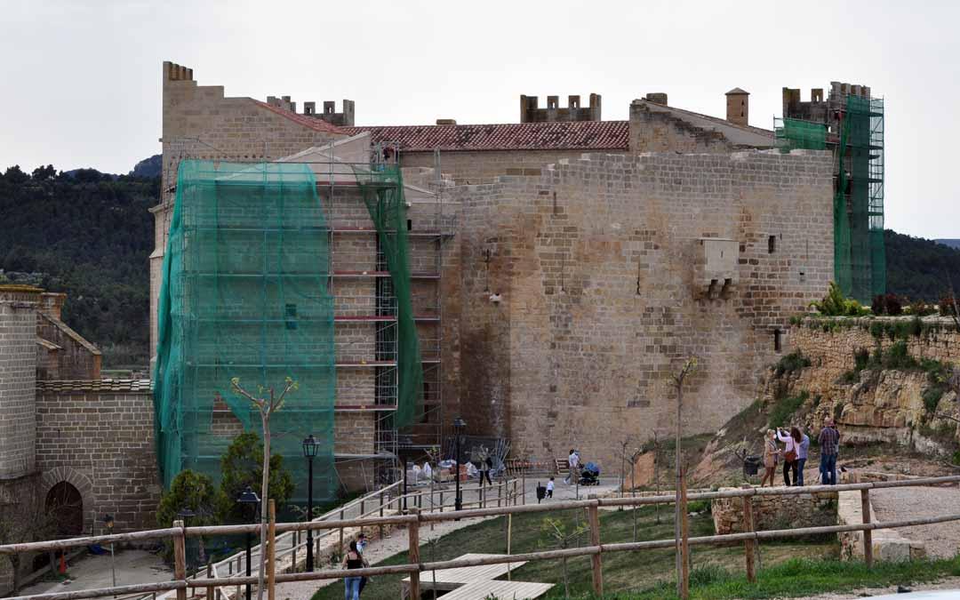 La parte trasera ha visto cómo se ponían en valor los muros más antiguos de la primitiva fortaleza defensiva. J.L.