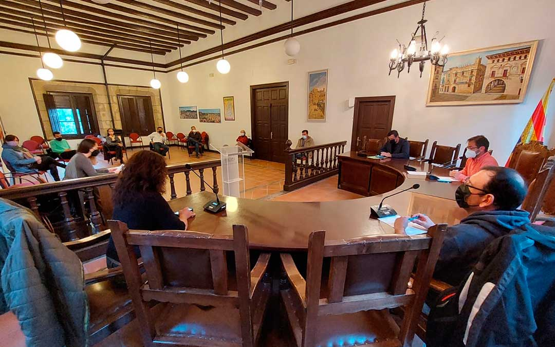 El Ayuntamiento de Valderrobres ha aprobado una declaración institucional sobre los parque eólicos el miércoles por la tarde. J.L.