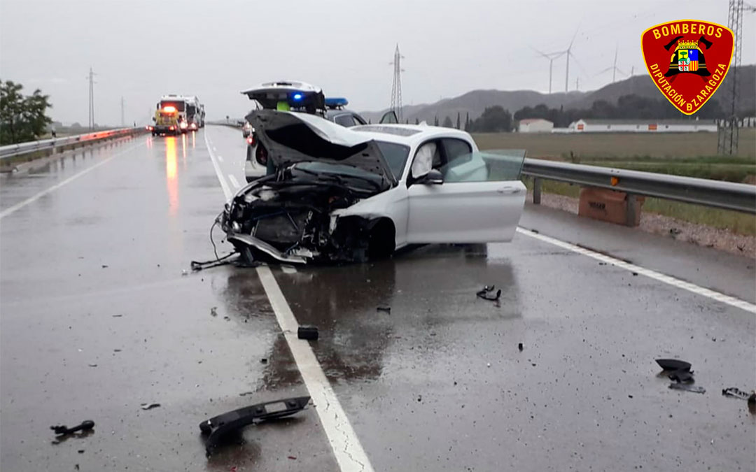 Vehículo implicado en el accidente de este jueves por la tarde en la N-232 a la altura de El Burgo de Ebro./ DPZ