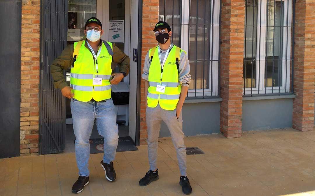 Los agentes de convivencia Jawad Shoukat y Zakaria Bayad. Foto: Comarca Bajo Aragón Caspe