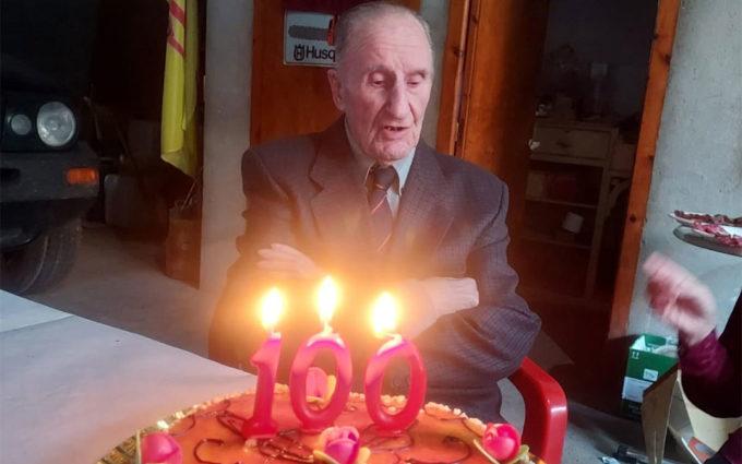 Agustín Barceló celebra sus 100 años al son de la Rondalla Maellana