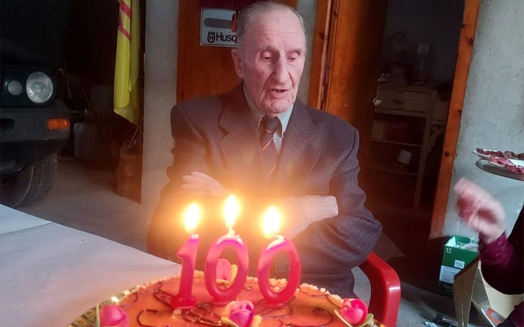 Agustín Barceló sopló las velas del número 100./ Facebook Ayuntamiento de Maella