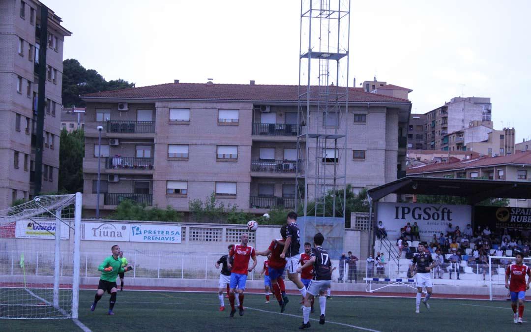 Una de las ocasiones de gol del Alcañiz durante el partido./I.M.