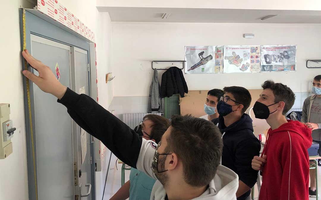 Instalación de cableado en el aula de FPB./ CPIFP Bajo Aragón