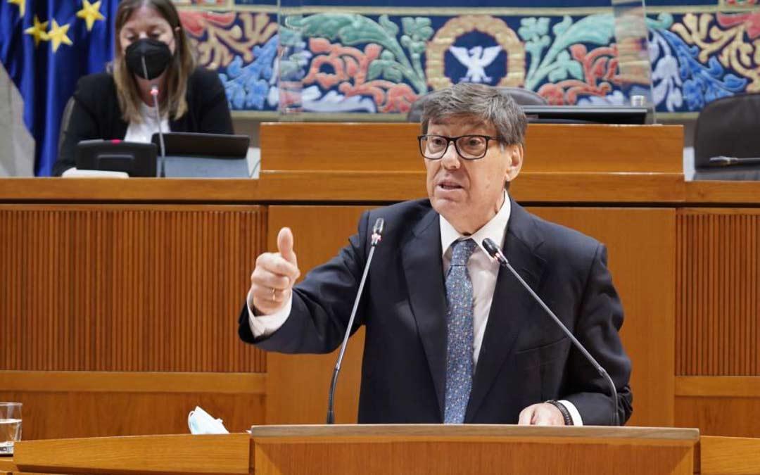 Imagen de archivo. Arturo Aliaga en las Cortes de Aragón durante la sesión plenaria./CORTES DE ARAGÓN