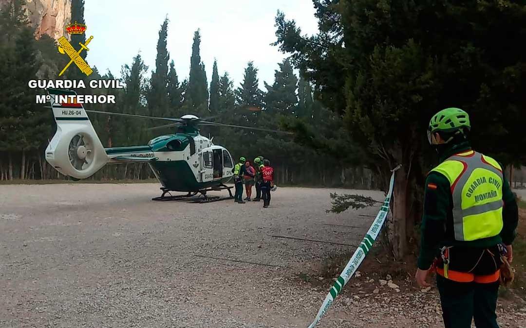 Fue necesario utilizar un helicóptero para evacuar a la mujer extraviada. G.C.