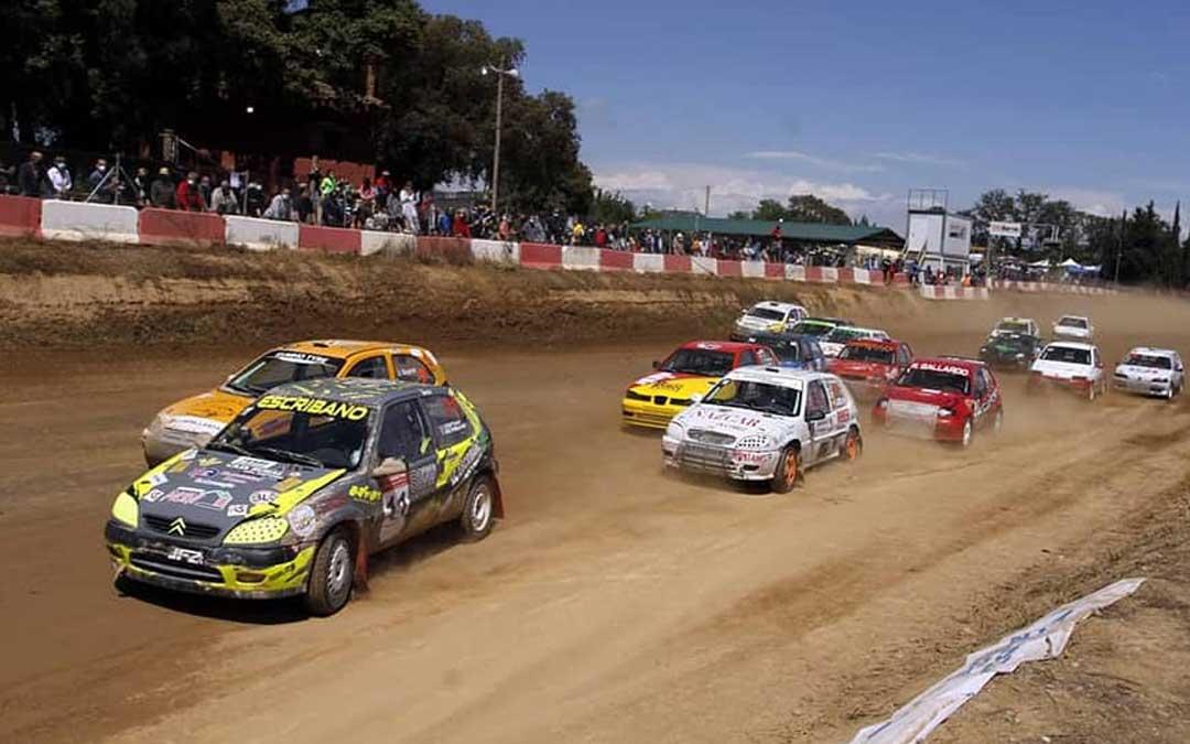 Salida de la División II con el Citroën de Arco (blanco) entre los primeros. Foto: RFEA