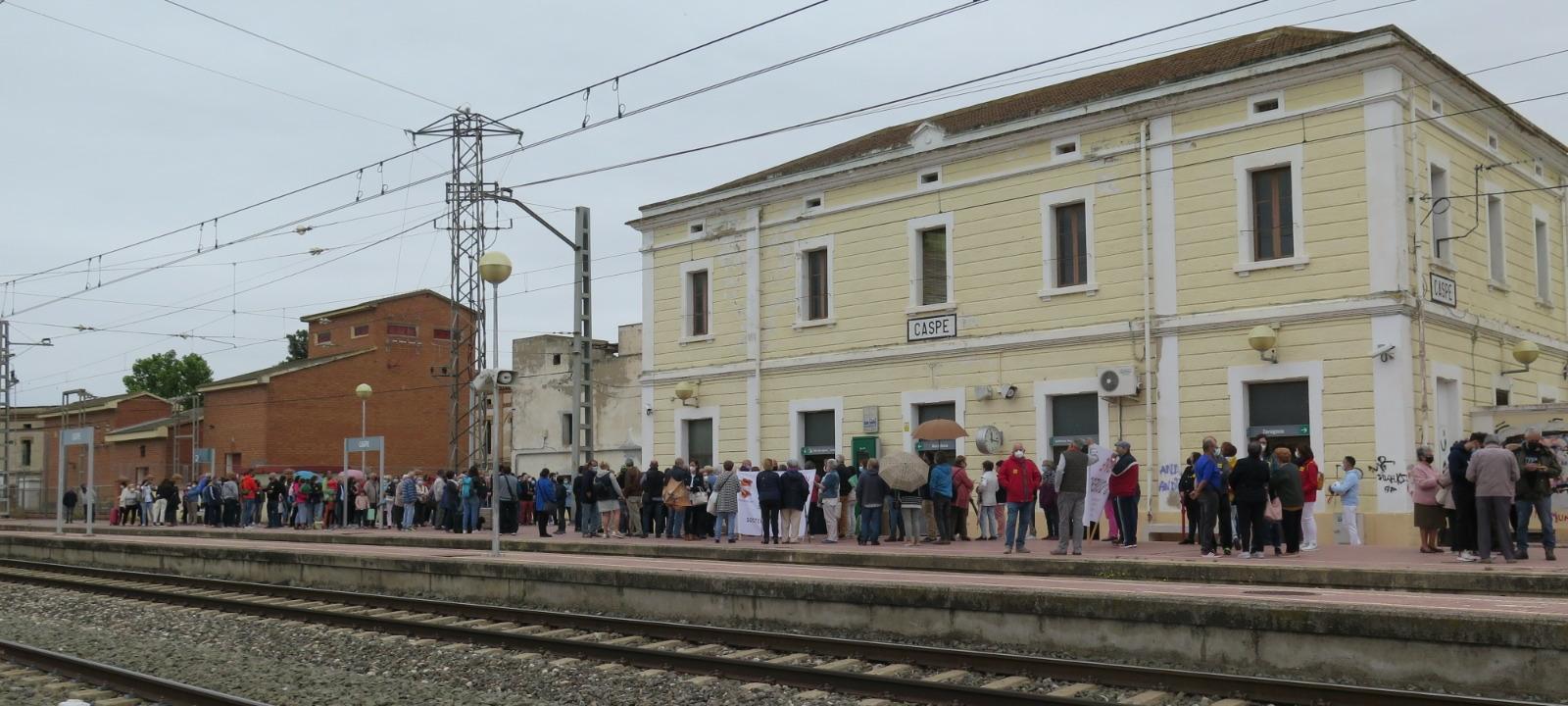 Más de 300 personas se han concentrado en Caspe